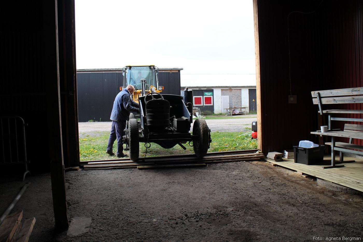 2014-05-03_044_traktorflytt