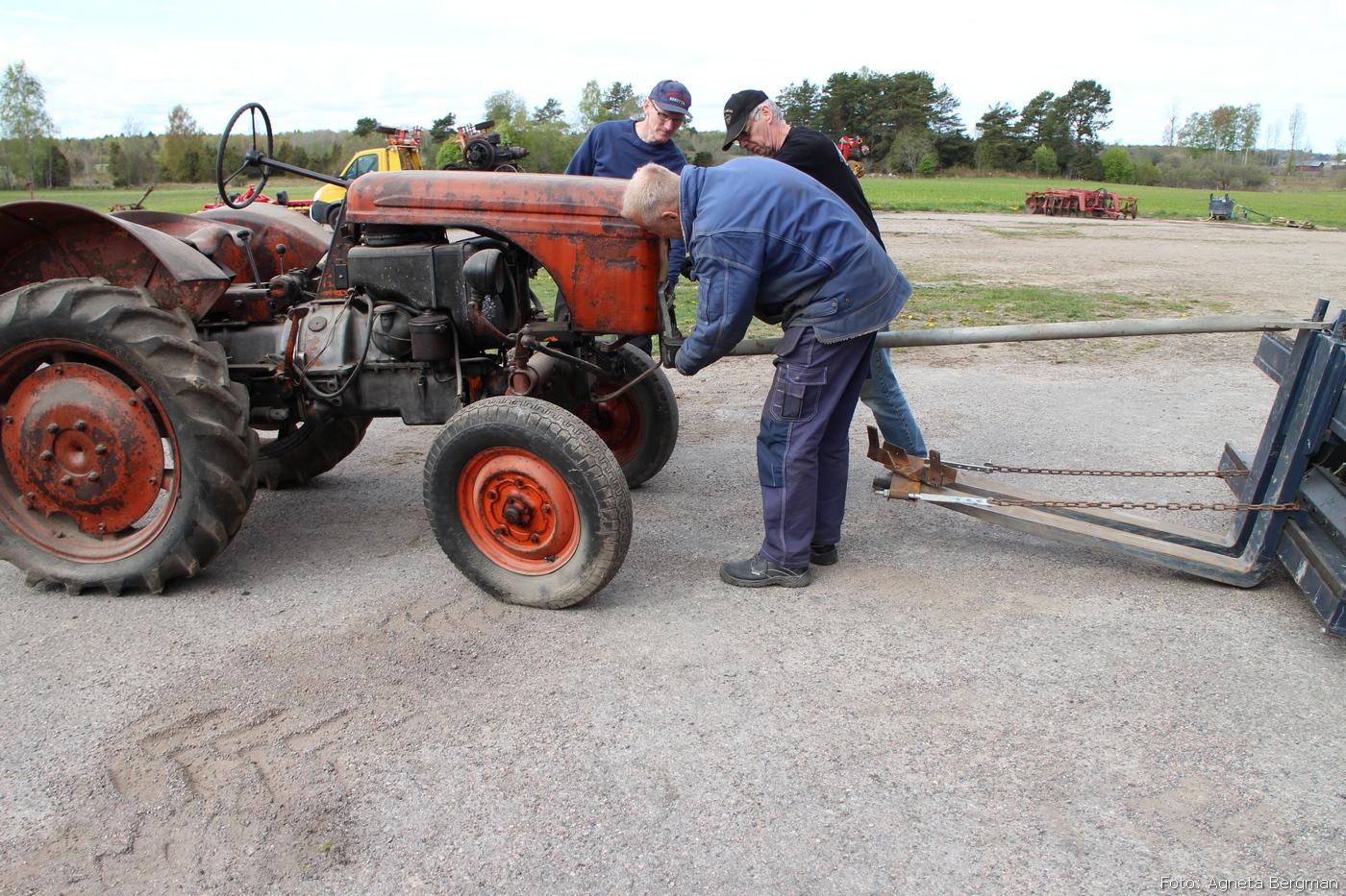 2014-05-03_058_traktorflytt