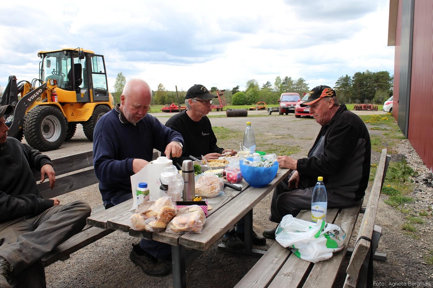 2014-05-03_083_traktorflytt