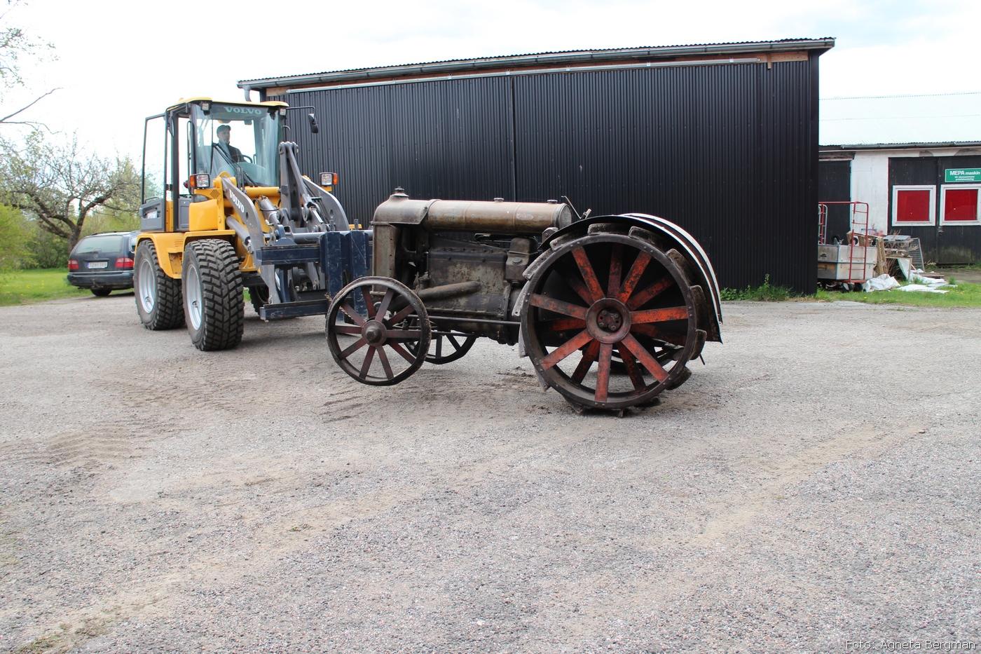 2014-05-03_084_traktorflytt