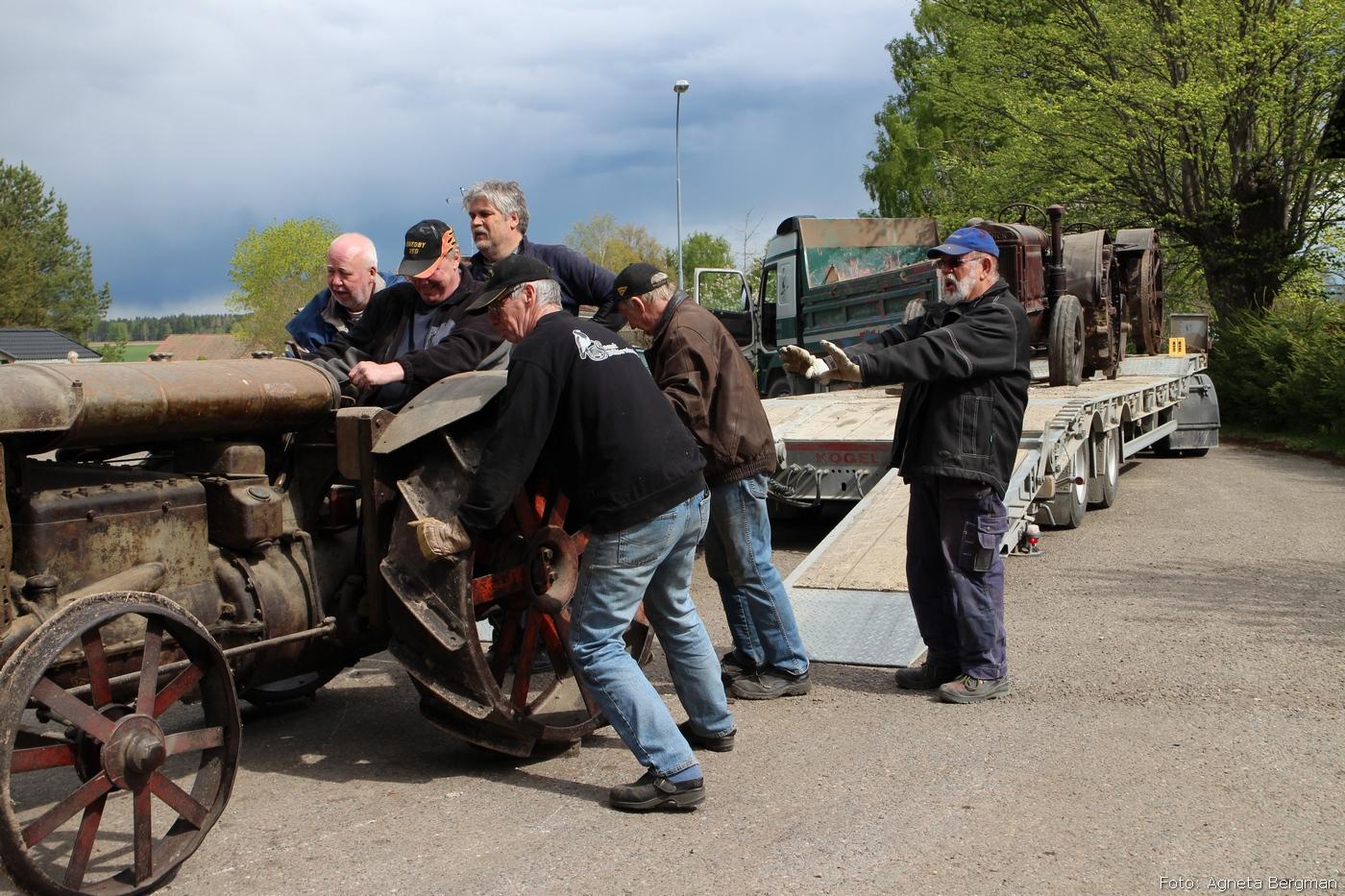 2014-05-03_091_traktorflytt