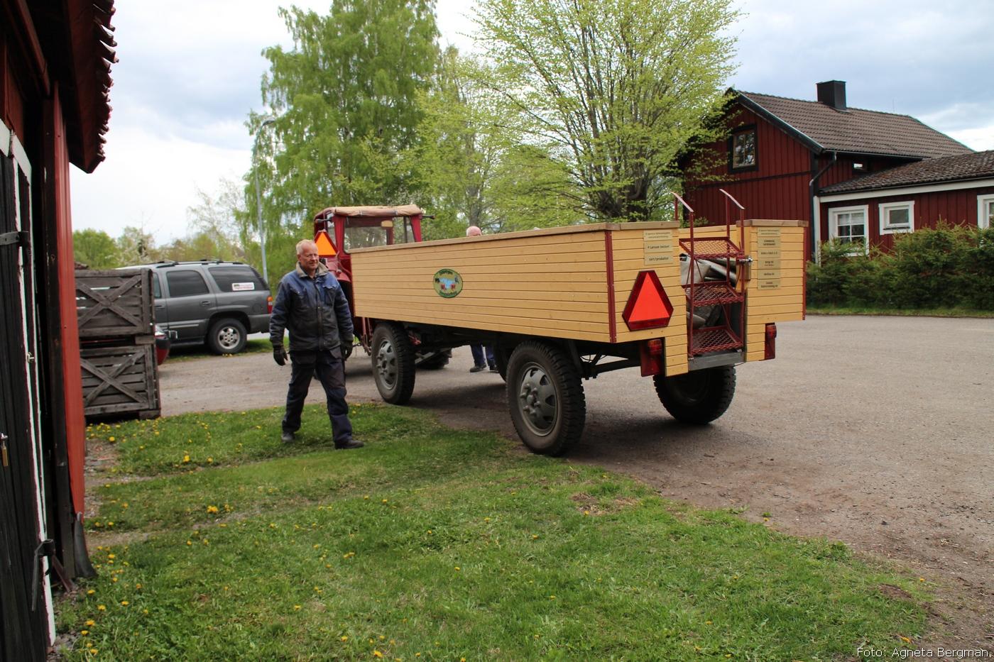 2014-05-03_103_traktorflytt